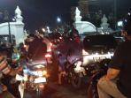 sabtu-malam-simpang-empat-titik-nol-kilometer-yogyakarta-padat_20181006_205729.jpg