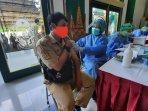 salah-satu-asn-di-lingkungan-pemkot-yogyakarta-vaksin.jpg