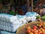 salah-satu-penjual-garam-di-pasar-giwangan-yogyakarta_20170726_200113.jpg