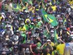 sambil-live-streaming-via-facebook-presiden-brasil-pimpin-demo-tolak-penerapan-lockdown.jpg