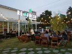 santai-menikmati-sore-layaknya-halaman-sendiri-di-refresh-cafe-and-garden_20181008_201059.jpg