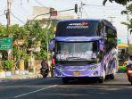 satu-bus-pariwisata-melintas-di-jalan-bantul-kota-yogyakarta.jpg