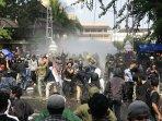 sejumlah-demonstran-terluka-dan-fasilitas-gedung-dprd-di-yogyakarta-rusak.jpg