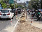 sejumlah-kendadaraan-melintasi-proyek-penembahan-lajur-di-jalan-terban-yogyakarta_20180510_113246.jpg