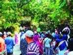 sejumlah-pengunjung-memadati-gl-zoo-pada-masa-libur-lebaran-2.jpg