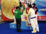 sesi-pengalungan-medali-emas_20160927_173656.jpg