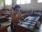 siswa-sd-joannes-bosco-saat-bermain-gamelan_20180228_135900.jpg
