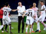 stefano-pioli-merayakan-kemenangan-mengamankan-liga-champions-setelah-atalanta-vs-ac-milan.jpg