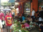 suasana-di-area-pasar-tumpah-sekitar-pasar-demangan_20180124_201159.jpg