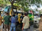supir-bus-trans-yogyakarta-saat-dimintai-keterangan-pedagang-di-malioboro.jpg