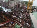 tak-hanya-robohkan-gedung-smk-negeri-1-miri-sragen-angin-puting-beliung-juga-hancurkan-waterboom.jpg