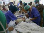 tim-dokter-saat-mempersiapkan-bayi-kembar-siam-fahira-dan-sahira_20180128_144112.jpg