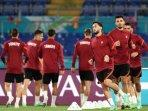 transfer-pemain-ac-milan-jelang-euro-2020-hakan-calhanoglu-dipersimpangan.jpg