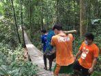 translokasi-dua-orangutan-rehabilitasi-wrc-jogja-ke-bora.jpg