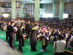 uii-meluluskan-1018-wisudawan-pada-wisuda-doktor-magister-sarjana-dan-diploma-periode-i_20180929_163430.jpg