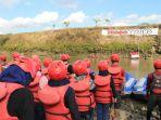 upacara-peringatan-hut-ke-73-kemerdekaan-ri-di-tengah-tengah-sungai_20180817_180600.jpg