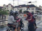upaya-edukasi-ynci-yogyakarta-chapter-bagikan-masker-gratis-untuk-pengendara-sepeda-motor.jpg