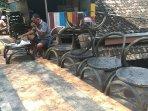 usaha-kursi-taman-dari-ban-bekas-di-klaten-tetap-banjir-pesanan-saat-pandemi-covid-19.jpg