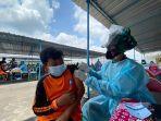 vaksinasi-pelajar-oleh-tni-au.jpg