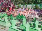viral-medsos-nisan-di-tempat-pemakaman-umum-di-madiun-dicat-warna-warni-begini-penampakannya.jpg