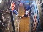 viral-video-pemuda-sedang-main-hp-ditangkap-polisi-diduga-dijebak-kasus-narkoba-ini-kata-kapolsek.jpg