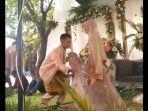 viral-video-pengantin-pria-yang-sibuk-memotret-pasangannya.jpg
