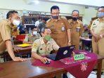 wakil-wali-kota-yogyakarta-heroe-poerwadi-saat-memantau-proses-pengajaran-daring-di-smp-negeri-9.jpg