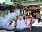 wali-kota-haryadi-suyuti-ikut-serta-dalam-flashmob-pentas-budaya.jpg