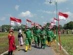 warga-dobangsan-mengibarkan-bendera-merah-putih-1782021.jpg
