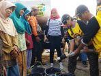 warga-jasem-desa-srimulyo-kecamatan-piyungan-antre-bantuan-air-bersih.jpg