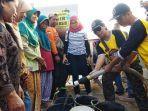 warga-jasem-desa-srimulyo-piyungan-bantul-antre-mendapatkan-bantuan-air-bersih.jpg