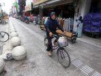 warga-menaiki-sepeda-saat-melintas-di-kawasan-pedestrian-jalan-malioboro_20181105_195636.jpg