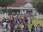 wisatawan-saat-long-weekend-di-keraton-yogya_20180331_220419.jpg