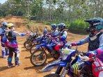 yamaha-gelar-coaching-clinic-ajak-komunitas-di-jawa-tengah-dan-jogja-belajar-riding-motor-trail.jpg