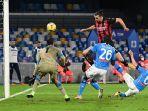 zlatan-ibrahimovic-mencetak-gol-keduanya-melewati-alex-meret-di-serie-a-italia-napoli-vs-ac-milan.jpg