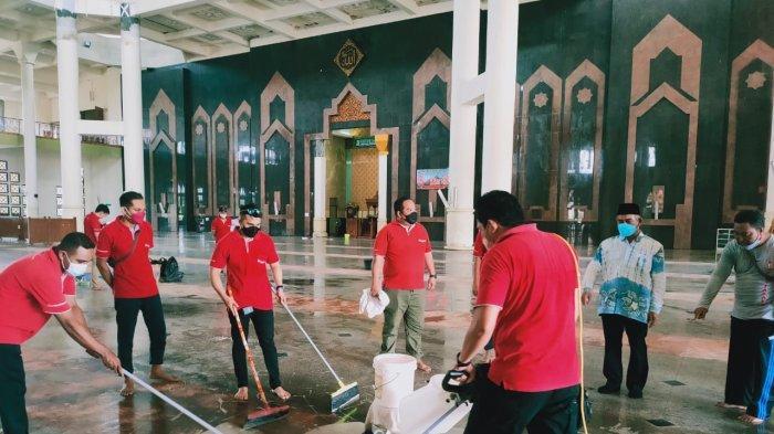 Jelang Ramadan, Puluhan Komunitas Gelar Bersih-bersih Masjid Baitul Izzah Islamic Center Tarakan