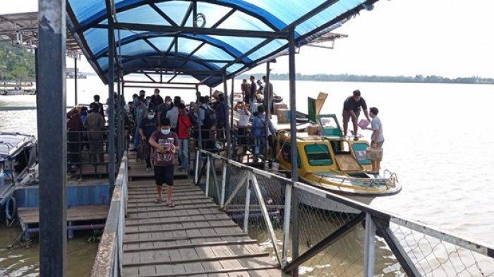 Aktivitas di Dermaga Pelabuhan Tideng Pale saat kedatangan penumpang dari Tarakan, menggunakan Speedboat Harapan Baru. (TRIBUNKALTARA.COM / RISNAWATI)