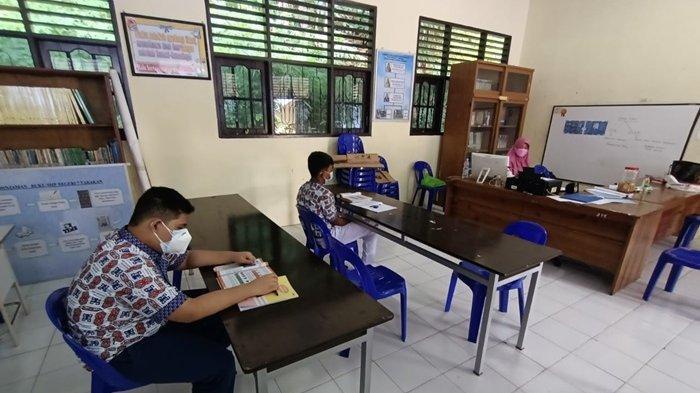 Aktivitas PTM di dalam kelas SMPN 7 Tarakan, Rabu (14/7/2021). TRIBUNKALTARA.COM/ANDI PAUSIAH