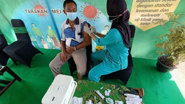 Aktivitas vaksinasi massal bagi purnawirawan istri purnawirawan dan warakawuri di Kodim 0907 Tarakan, Senin (24/5/2021). TRIBUNKALTARA.COM/ANDI PAUSIAH