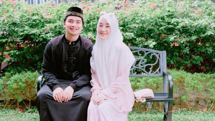 Pasangan selebritas Alvin Faiz dan Larissa Chou. Kabar terkini, keduanya memutuskan untuk bercerai usai 5 tahun berumah tangga.