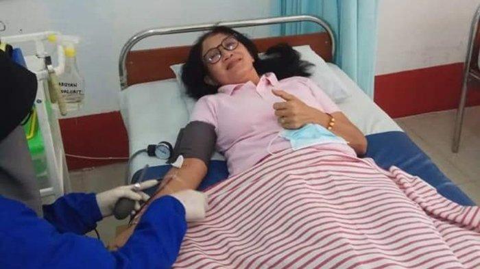 Ana Sri Ekaningsih, saat melakukan donor darah belum lama ini di Markas PMI Kota Tarakan. DOKUMENTASI PRIBADI