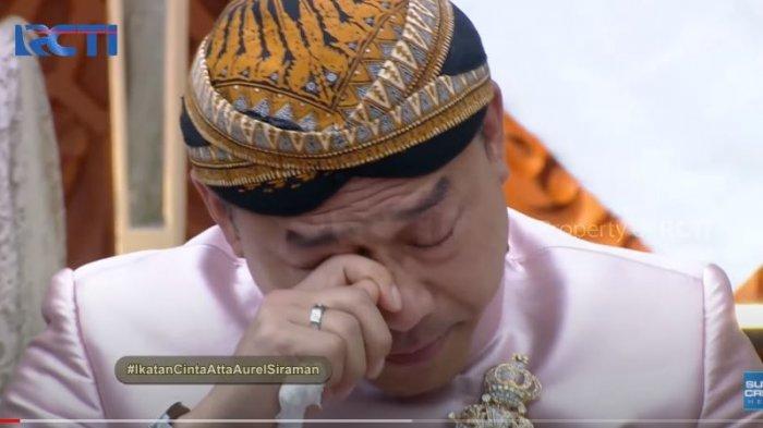 Tangis Anang Hermansyah pecah saat Aurel mencium kakinya dan sungkem di acara siraman, Jumat (19/3/2021).