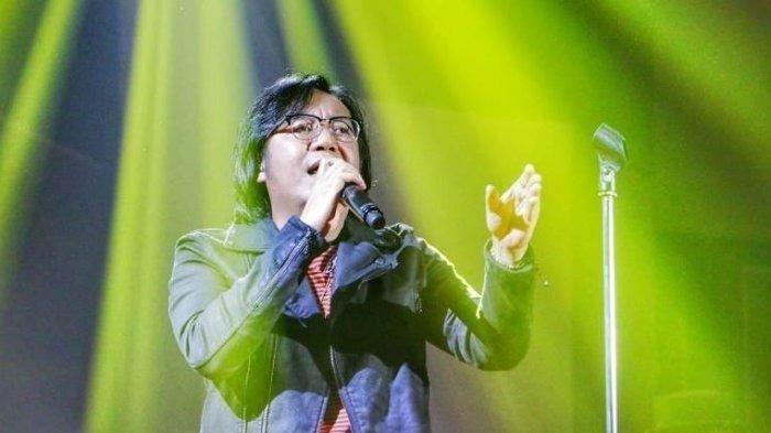 Kunci Gitar dan Lirik Lagu Karena Aku Tlah Denganmu - Ari lasso ft Ariel Tatum: Maafkan Aku