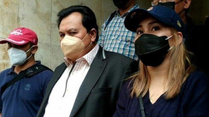 Tiba di Polda Metro Jaya, Orangtua Ayu Ting Ting Akan Diperiksa Terkait Laporan Pencemaran Nama Baik