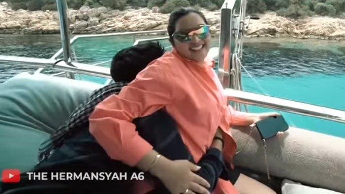 Azriel Hermansyah dan Ashanty. (YouTube  The Hermansyah A6)