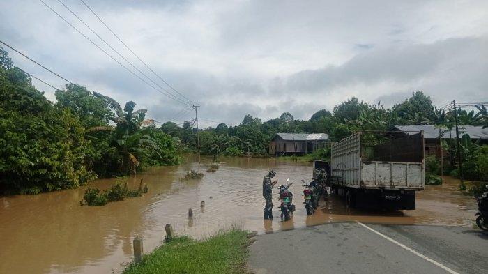 Kondisi terkini banjir di Desa Kuala Lapang dan Tanjung Lapang, Kecamatan Malinau Barat, Kabupaten Malinau, Provinsi Kalimantan Utara, Minggu (16/5/2021).