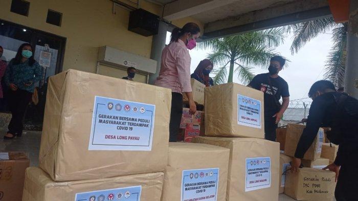 Bantuan perbekalan makanan, obat-obatan dan APD disalurkan untuk warga yang terdampak Covid-19 di wilayah Apau Kayan, Kabupaten Malinau, Provinsi Kalimantan Utara, Kamis (15/7/2021).