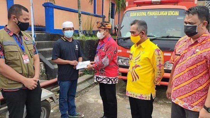 Terima Bantuan Perahu Karet, Wali Kota Khairul Kunjungi Lokasi Longsor  di Sebengkok