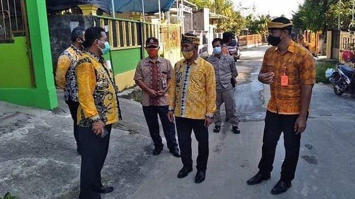 Wali Kota Tarakan, dr. Khairul, M.Kes saat mengunjungi lokasi longsor di RT 20 Kelurahan Sebengkok.