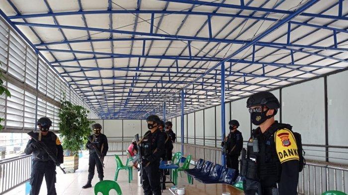 BREAKING NEWS Jelang Ketatangan Vaksin Sinovac di Nunukan, Brimob Bersenjata Lengkap Siaga